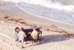 beach-piano 2